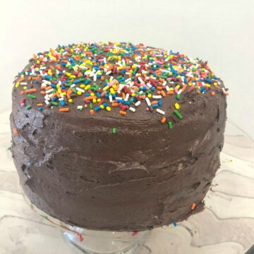 yellow cake chocolate frosting