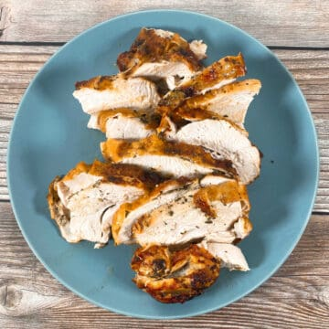 seasoned slices of turkey breasts cooked in the air fryer on a blue plate